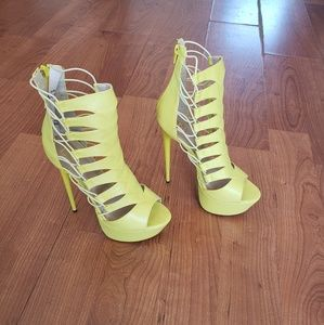 FRH YELLOW CUT OUT STRAPPY HEELS...SIZE 9